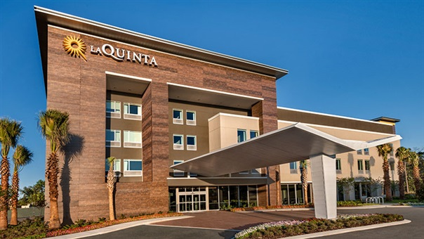 LaQuinta Inn & Suites by Wyndham Orlando IDrive Theme Parks Exterior